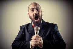 Αστείος κομψός τραγουδιστής γενειοφόρος Στοκ Εικόνα