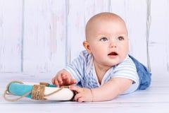 Αστείος λίγο μικρό παιδί με το σημαντήρα ζωής Στοκ εικόνες με δικαίωμα ελεύθερης χρήσης