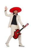 Αστείος μεξικανός στην κιθάρα εκμετάλλευσης κοστουμιών που απομονώνεται επάνω Στοκ Φωτογραφίες