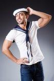 Αστείος ναυτικός με την ΚΑΠ και το πουκάμισο στοκ εικόνα