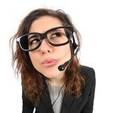 Αστείος πράκτορας τηλεφωνητών που σκέφτεται και που κοιτάζει λοξά στοκ φωτογραφίες