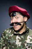 Αστείος στρατιώτης σε στρατιωτικό Στοκ εικόνα με δικαίωμα ελεύθερης χρήσης