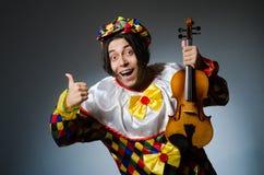 Αστείος φορέας κλόουν βιολιών στη μουσική έννοια Στοκ Εικόνα