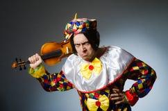 Αστείος φορέας κλόουν βιολιών στη μουσική έννοια Στοκ εικόνα με δικαίωμα ελεύθερης χρήσης