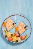 Αστείος crepes οι τηγανίτες μοιάζει με ένα ψάρι Στοκ Εικόνες
