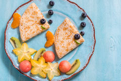 Αστείος crepes οι τηγανίτες μοιάζει με ένα ψάρι Στοκ εικόνα με δικαίωμα ελεύθερης χρήσης
