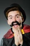 Αστείο άτομο μάγων που φορά tophat Στοκ φωτογραφία με δικαίωμα ελεύθερης χρήσης