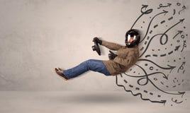 Αστείο άτομο που οδηγεί ένα πετώντας όχημα με συρμένες τις χέρι γραμμές μετά από το χ Στοκ Εικόνα