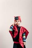 Αστείο αγόρι με ένα τηλέφωνο κυττάρων Στοκ Εικόνα
