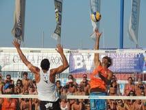 αστείο αθλητικό volley κινούμενων σχεδίων παραλιών charactetrs Στοκ φωτογραφία με δικαίωμα ελεύθερης χρήσης
