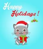 Αστείο γατάκι με τα δώρα και καπέλο Santa στο επίπεδο ύφος Καλές διακοπές σχέδιο καρτών γάτα αστεία Στοκ εικόνα με δικαίωμα ελεύθερης χρήσης
