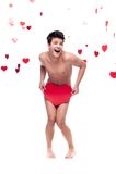 Αστείο γυμνό άτομο που κρατά τη μεγάλη κόκκινη καρδιά εγγράφου Στοκ Φωτογραφίες