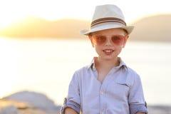 Αστείο ευτυχές αγόρι στις διακοπές Στοκ εικόνα με δικαίωμα ελεύθερης χρήσης