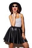 Αστείο μοντέρνο πρότυπο κορίτσι στο θερινό hipster ύφασμα Στοκ εικόνα με δικαίωμα ελεύθερης χρήσης
