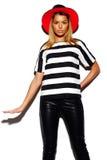 Αστείο μοντέρνο πρότυπο κορίτσι στο περιστασιακό σύγχρονο ύφασμα hipster Στοκ εικόνες με δικαίωμα ελεύθερης χρήσης