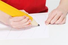 αστείο μολύβι χαρακτήρα κινουμένων σχεδίων αγοριών Στοκ εικόνες με δικαίωμα ελεύθερης χρήσης