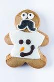 Αστείο μπισκότο μελοψωμάτων σε ένα άσπρο υπόβαθρο Στοκ Εικόνες