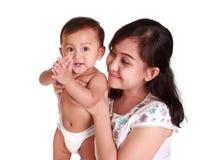 Αστείο μωρό και mom απομονωμένος Στοκ φωτογραφία με δικαίωμα ελεύθερης χρήσης