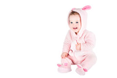 Αστείο μωρό σε μια συνήθεια λαγουδάκι Στοκ φωτογραφία με δικαίωμα ελεύθερης χρήσης