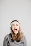 Αστείο γυναικών πορτρέτου πραγματικό γκρίζο υπόβαθρο καθορισμού ανθρώπων υψηλό στοκ φωτογραφίες με δικαίωμα ελεύθερης χρήσης