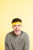Αστείο ατόμων πορτρέτου πραγματικό κίτρινο υπόβαθρο καθορισμού ανθρώπων υψηλό Στοκ Εικόνα