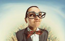 Αστείο ονειρεμένος nerd κορίτσι Στοκ Εικόνες