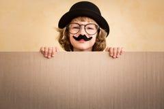 Αστείο παιδί με το πλαστό mustache στοκ εικόνα με δικαίωμα ελεύθερης χρήσης
