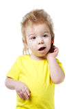 Αστείο παιδί που μιλά σε ένα τηλέφωνο κυττάρων Στοκ εικόνες με δικαίωμα ελεύθερης χρήσης