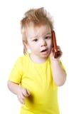 Αστείο παιδί που μιλά σε ένα τηλέφωνο κυττάρων Στοκ εικόνα με δικαίωμα ελεύθερης χρήσης