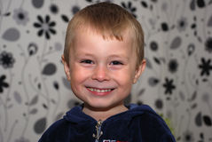 Αστείο πορτρέτο αγοριών χαμόγελου δροσερό Στοκ εικόνες με δικαίωμα ελεύθερης χρήσης