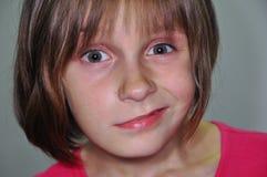 Αστείο πρόσωπο ενός μικρού παιδιού στοκ φωτογραφίες