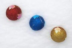 αστερίσκων μπλε δέντρο σφαιρών διακοσμήσεων Χριστουγέννων σκοτεινό Στοκ Εικόνες