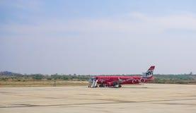 Αστικά αεροσκάφη που σταθμεύουν στο Mandalay το διεθνή αερολιμένα Στοκ εικόνα με δικαίωμα ελεύθερης χρήσης