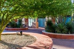 Αστικά οδικές τοπία και κτήρια στο στο κέντρο της πόλης Phoenix, AZ Στοκ Φωτογραφίες