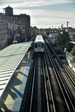 Αστικές διαδρομές αμαξοστοιχιών περιφερειακού σιδηροδρόμου πόλεων στοκ εικόνα