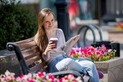αστικές νεολαίες γυναικών σκηνής πόλεων Στοκ Εικόνες