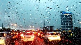 Αστικές πτώσεις νερού βροχής πόλεων Στοκ εικόνα με δικαίωμα ελεύθερης χρήσης