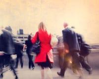 Αστική έννοια σκηνής πόλεων περπατήματος κατόχων διαρκούς εισιτήριου Peoplel Στοκ Φωτογραφία