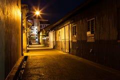 Αστική αλέα πόλεων τη νύχτα Στοκ φωτογραφίες με δικαίωμα ελεύθερης χρήσης