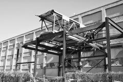 Αστική αυτοκίνητη σήψη - εγκαταλειμμένο αυτοκίνητο εργοστάσιο - που φοριέται, που σπάζουν και που ξεχνιέται XVI Στοκ εικόνα με δικαίωμα ελεύθερης χρήσης
