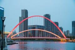 Αστική δραστήρια μητρόπολη γεφυρών νύχτας στοκ εικόνες με δικαίωμα ελεύθερης χρήσης