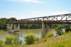 Αστική καφετιά γέφυρα χάλυβα στοκ εικόνες