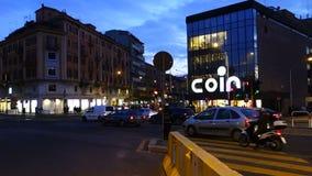 Αστική κυκλοφορία στο κέντρο της πόλης SAN Giovanni τετραγωνική Ρώμη απόθεμα βίντεο