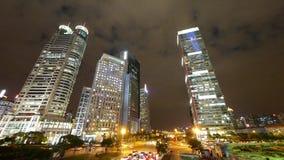 Αστική κυκλοφορία χρονικού σφάλματος τη νύχτα, λαμπρά αναμμένος ουρανοξύστης της Σαγγάης pudong απόθεμα βίντεο