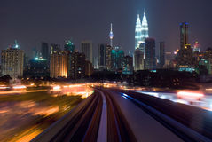 Αστική μεταφορά νύχτας στοκ εικόνα με δικαίωμα ελεύθερης χρήσης