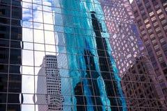 Αστική πόλη του Χιούστον Τέξας με τα σύγχρονα skyscapers καθρεφτών στοκ φωτογραφία