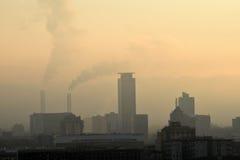 Αστική ρύπανση μιας βιομηχανικής πόλης στοκ εικόνα με δικαίωμα ελεύθερης χρήσης