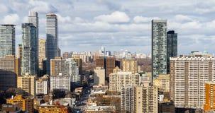 Αστικοί ουρανοξύστες οριζόντων πόλεων νύχτας του Τορόντου κατά τη διάρκεια του λυκόφατος απόθεμα βίντεο