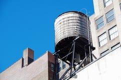 Αστικοί πύργοι και στέγες νερού πόλεων της Νέας Υόρκης Στοκ φωτογραφίες με δικαίωμα ελεύθερης χρήσης