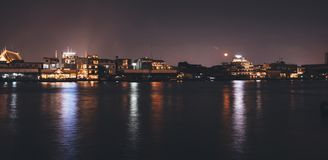 Αστικός ορίζοντας Μπανγκόκ, Ταϊλάνδη πόλεων νύχτας εικονικής παράστασης πόλης στοκ φωτογραφίες